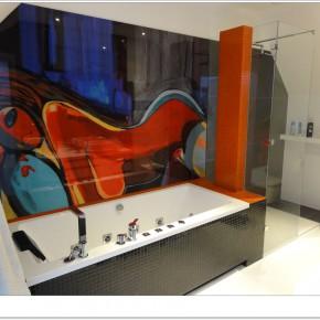 Zaszalej w łazience – dekoracyjne szkło