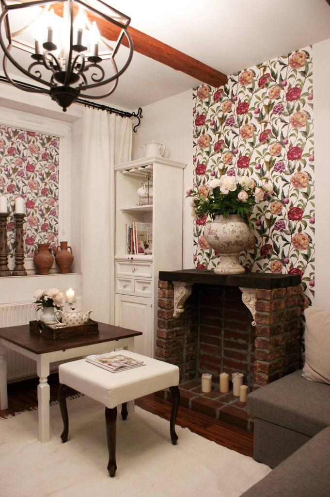Tapeta i roleta deKEA - jeden wzór- idealne połaczenie (tapeta ma większe motywy kwiatowe, roleta troszkę mniejsze)